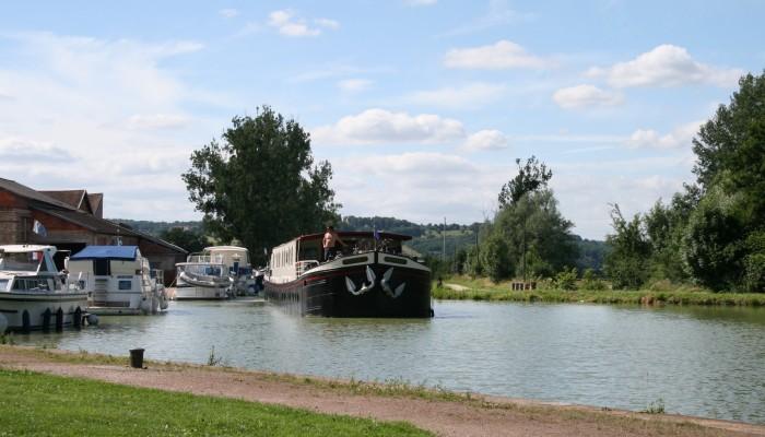 pays-alesia-seine-auxois-canal-bourgogne-chemin-bateau-Jacques-Lepourcelet-port