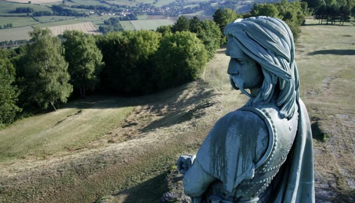 pays-alesia-seine-auxois-centre-interpretation-vll-venarey-les-laumes-museoparc-Sonia-blanc-01.jpg-Statue-de-Vercingetorix-clarte-01