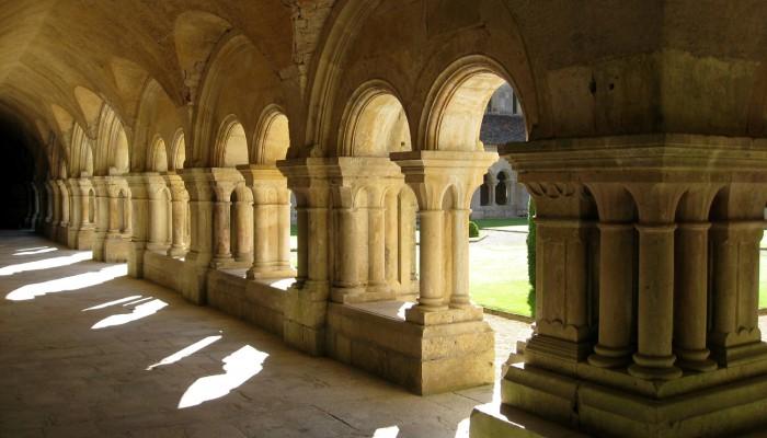 pays-alesia-seine-auxois-fontenay-clocher-abbaye-grand-cloitre