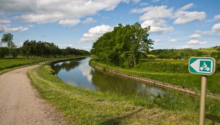 pays-alesia-seine-auxois-canal-bourgogne-chemin-bateau-Celine-Mathe
