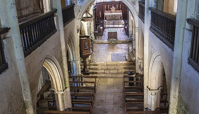 pays-alesia-seine-auxois-Abbaye-de-Flavigny-Fabrique-dAnis-Eglise-façade-interieur