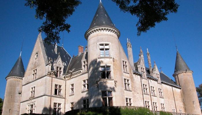 Le-chateau-de-Bourbilly