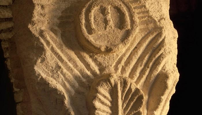 pays-alesia-seine-auxois-Abbaye-de-Flavigny-Fabrique-dAnis-Chapiteau-Manases-Crypte-Carolingienne