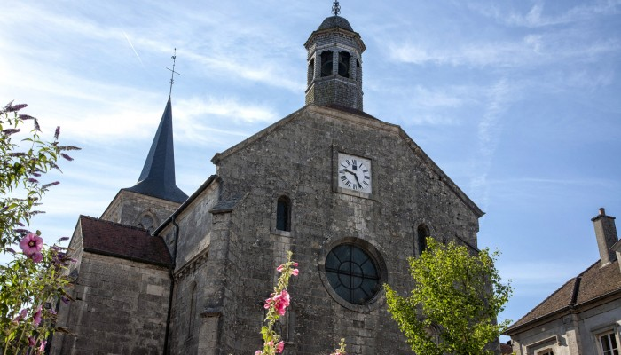 pays-alesia-seine-auxois-Abbaye-de-Flavigny-Fabrique-dAnis-Eglise-façade