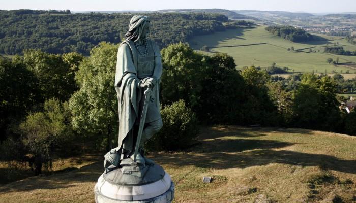 pays-alesia-seine-auxois-centre-interpretation-vll-venarey-les-laumes-museoparc-Sonia-blanc-01.jpg-Statue-de-Vercingetorix-clarte-03