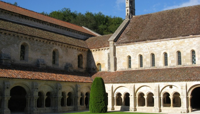 pays-alesia-seine-auxois-fontenay-clocher-abbaye